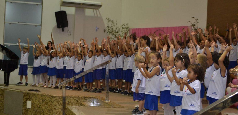 Alunos do Colégio Batista fizeram linda apresentação em comemoração ao Dia das Mães